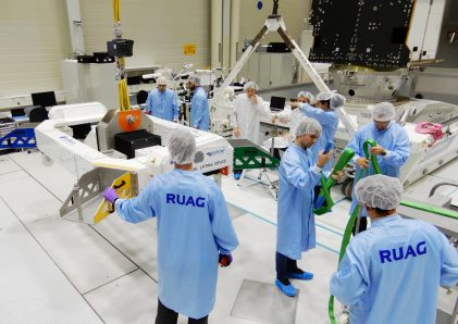 Metop VLD lifting Preparation in Clean Room